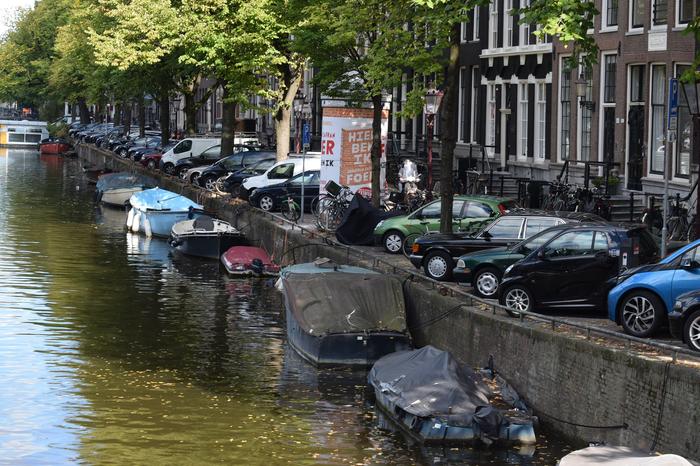 Amsterdamse studenten en een auto(verzekering)